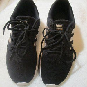 Womens Adidas Cloudfoam running Shoes Size 7
